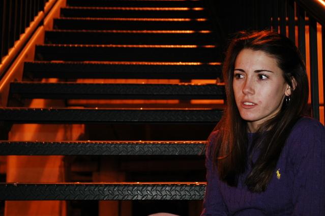 Žena pri schodoch.jpg